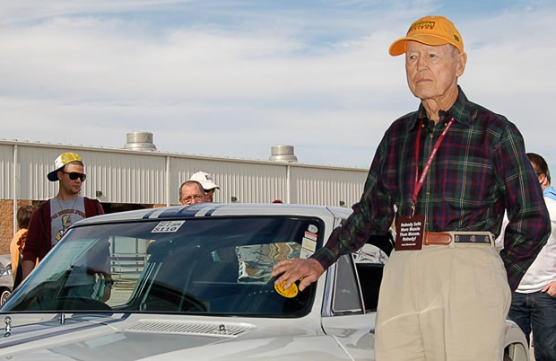 Dick Thompson, champion race-car driver known as 'Flying Dentist,' dies at 94