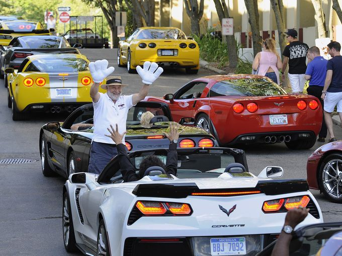 Corvette owners rally to collect food for needy